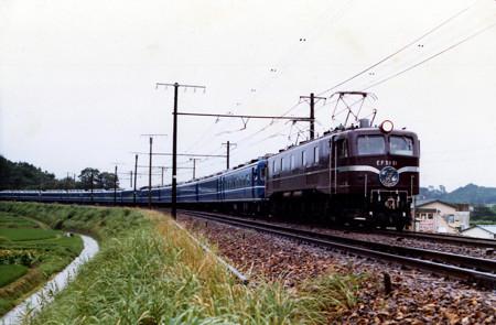 EF5861[東]牽引9002レリバイバル特急つばめ号