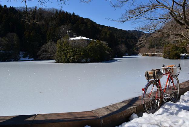 凍った鎌北湖