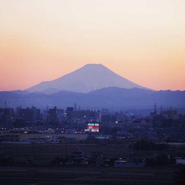 写真: 退院前日、夕映えの富士
