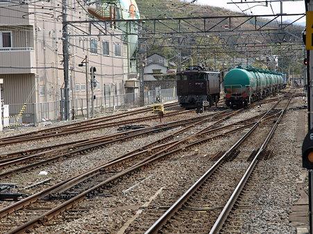 EF64-37とタキ(甲府駅)