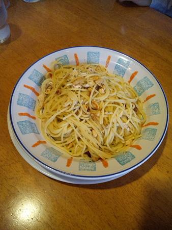 20100503 蒸し鶏と松の実のペペロンチーニスパゲティ