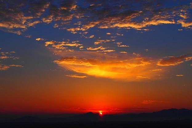 写真: 二上山の夜明け