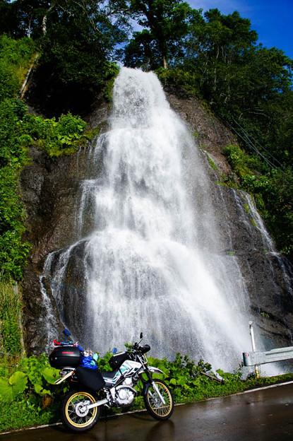 セセキ温泉手前の滝