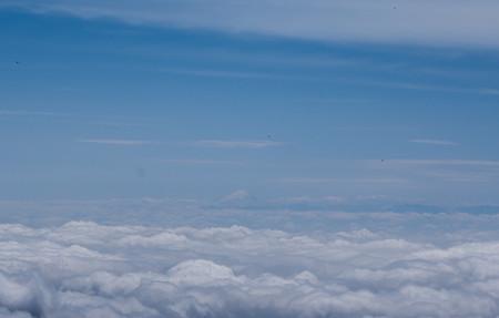 遠くに富士山を望む