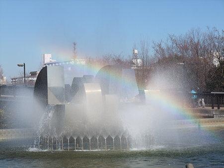 木場公園の噴水の虹