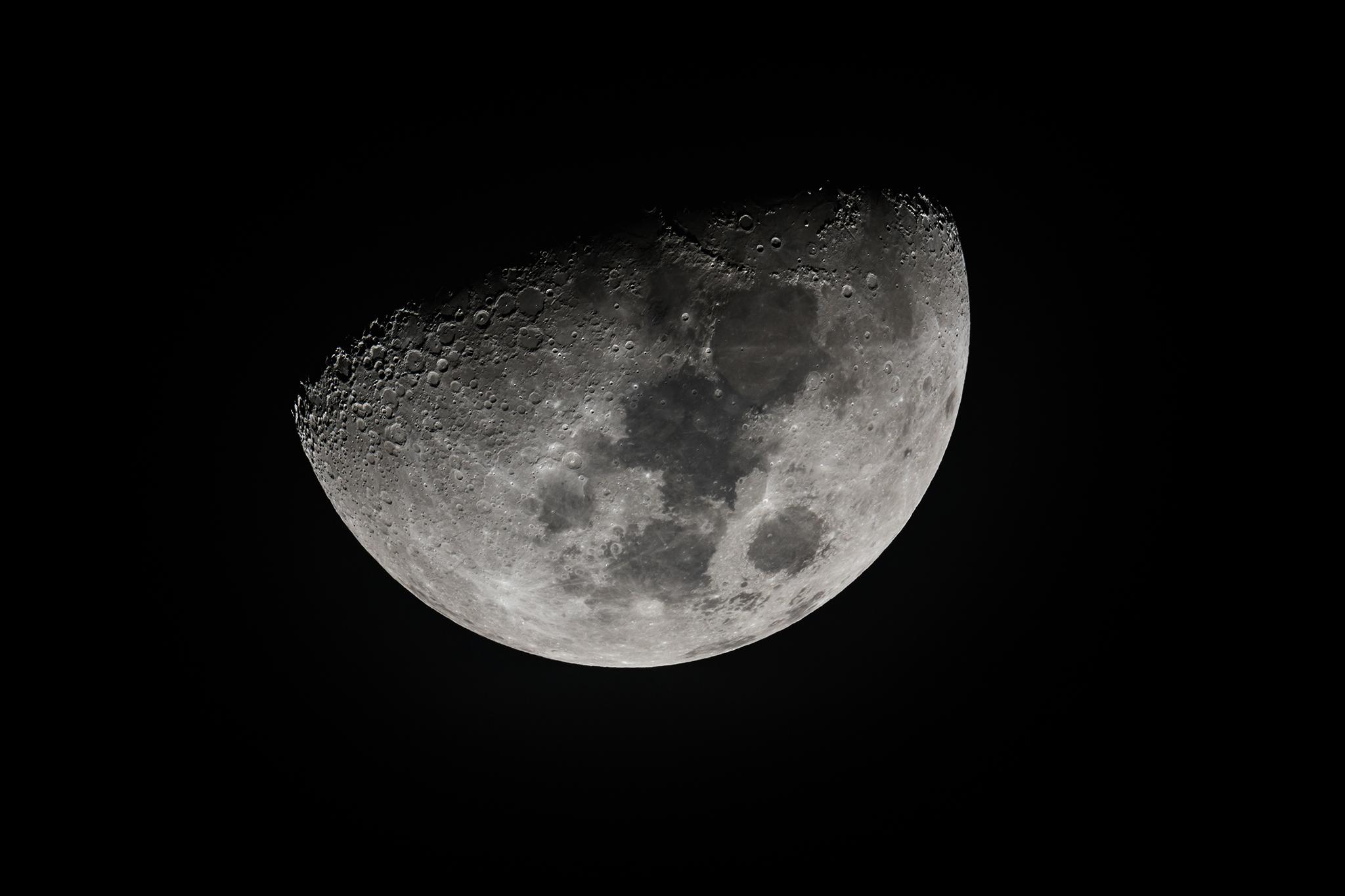月(月齢7.7日)