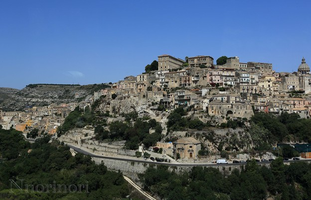 丘の上に建つ旧市街