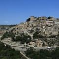 写真: 丘の上に建つ旧市街
