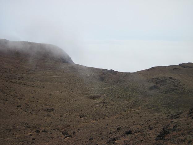 高岳への道