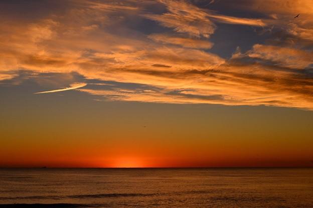 日の出前の地中海