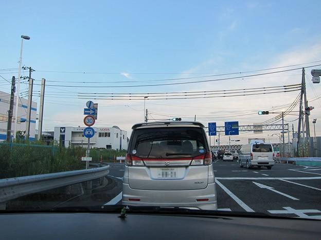 インターチェンジの渋滞で…