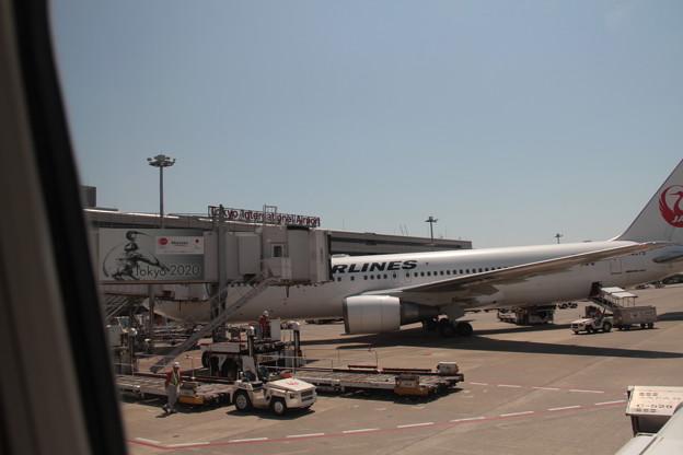 002 4月30日 羽田空港 長崎行搭乗便窓から