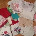 写真: 12-18 months。半袖5、長袖13、ドレス6、パンツ5、ワンピース2、セーター2、半袖パジャマ3、靴下2、帽子1。全て新品$25
