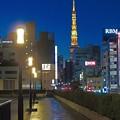 タワーが見える街角