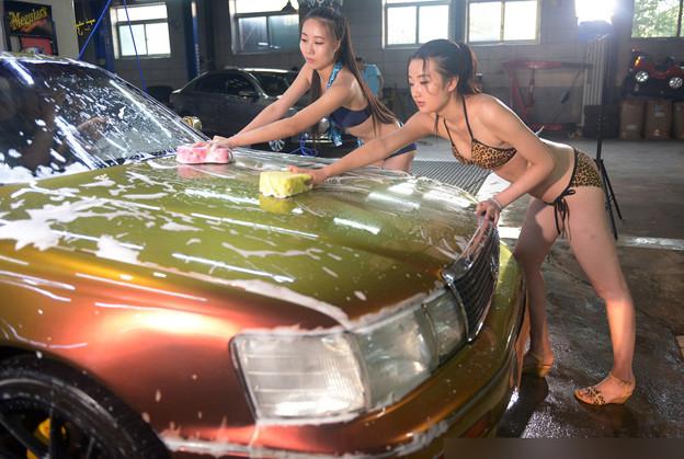 ビキニ小姐が洗車by太原(山西省) 懲りない方々(笑) (7)