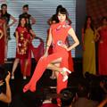 Photos: 中韓仲がよろしい事で。でも民族衣装はいま一つ・・・・ (1)