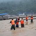 Photos: 重慶 暴雨で大冠水と地すべりの爪跡  (7)
