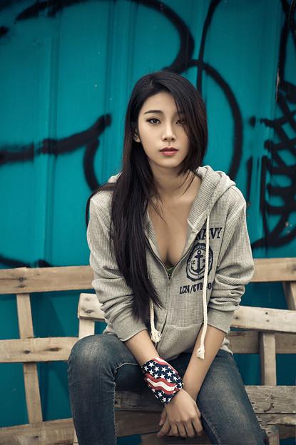 ワイルドな雰囲気 そして美人!! (1)