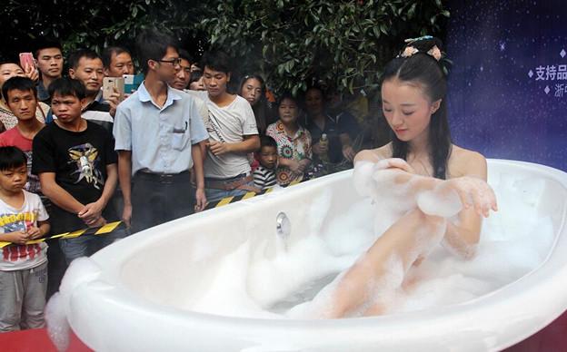 美女が公開入浴を披露!!ッ 今日の気になる小姐 12-21 (1)