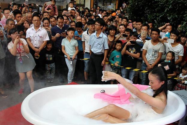 美女が公開入浴を披露!!ッ 今日の気になる小姐 12-21 (2)