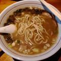 写真: 麺やGochi 濃厚煮干そば 麺リフト