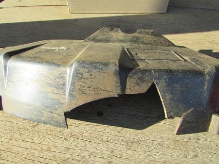 破損した飛散防護カバー