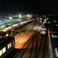 写真: 夜の須坂駅