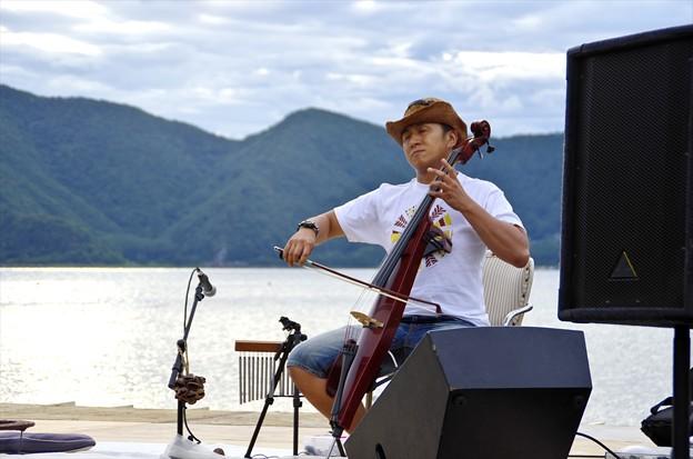 2014神湖祭01「暮れなずむ本栖湖で無伴奏チェロ組曲」
