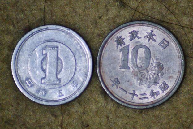 十銭玉と一円玉 (2)