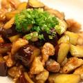 写真: つやつや!鶏肉とサツマイモの炒め物170円