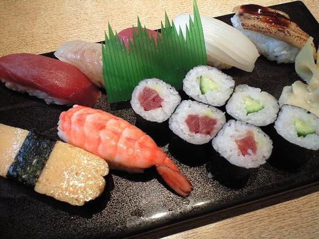 Photos: 新宿のお得な寿司セット