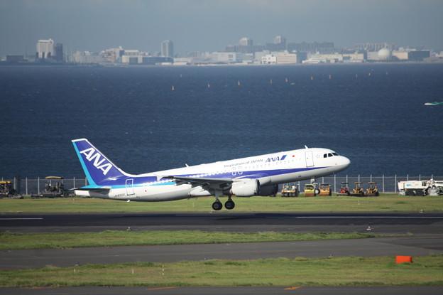 ANA エアバスA320-200 JA8300