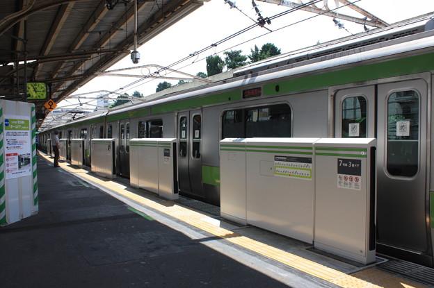 山手線鶯谷駅3番線ホームドア