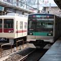 写真: 新京成電鉄8500形とE233系2000番台との並び