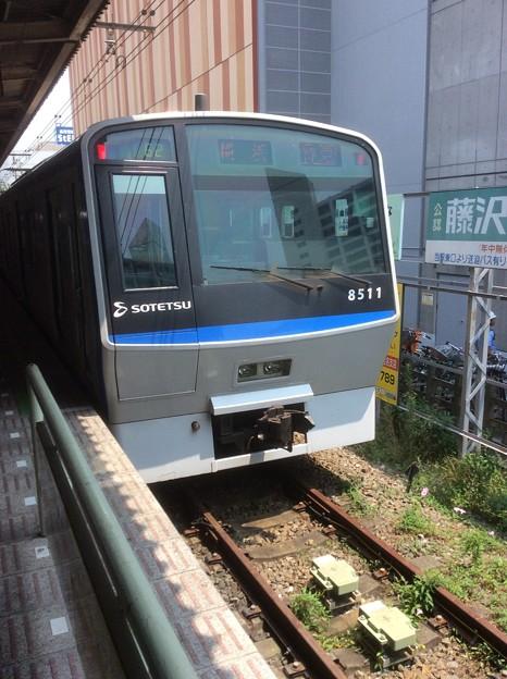 Photos: 相鉄本線海老名駅 上り列車停車中