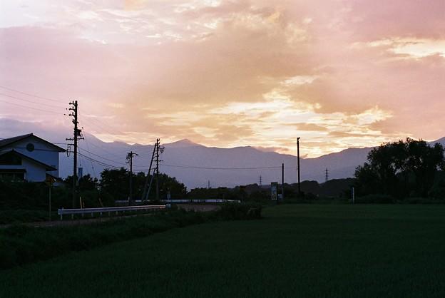 中央アルプスに傾く夕日