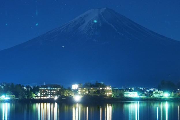 Photos: 真夜中の富士山をアップで表現してみた