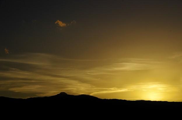 写真00018 金時山の上には雲がまいていて