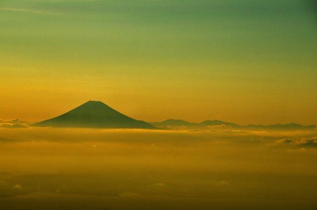 写真00813 見えるのはシルエットの富士山だけ