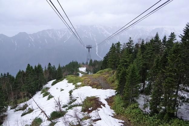 IMGP4344 ロープウェーの山頂駅付近はまだ氷の中