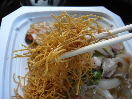 セブンイレブン ソースで食べる長崎皿うどん 麺アップ