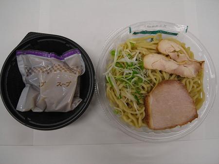 セブンイレブン 鶏白湯の冷しつけ麺 中身の様子