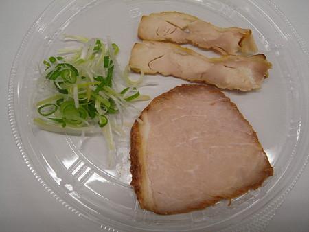 セブンイレブン 鶏白湯の冷しつけ麺 具材の様子