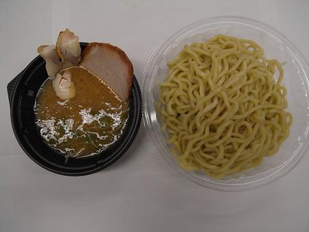 セブンイレブン 鶏白湯の冷しつけ麺