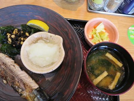 大戸屋 上越大日店 釧路沖 生さんまの炭火焼き定食(期間限定) 副菜の様子