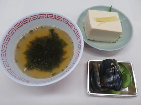 中華 宝亭 ピーマン丼(出前) 副菜の様子