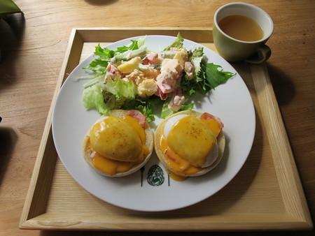 フェルの台所 エッグベネディクト(限定10食)¥940(セット価格)