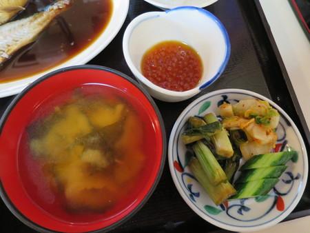 食堂 大鵬 煮魚定食(タラの煮付け) 副菜の様子