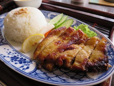 ベトナム・キュイジーヌ・チャオゴン こんがりチキンの皿飯(コムガー) アップ
