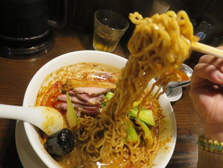 龍馬軒 麻婆担担麺 豚叉焼トッピング 麺の様子